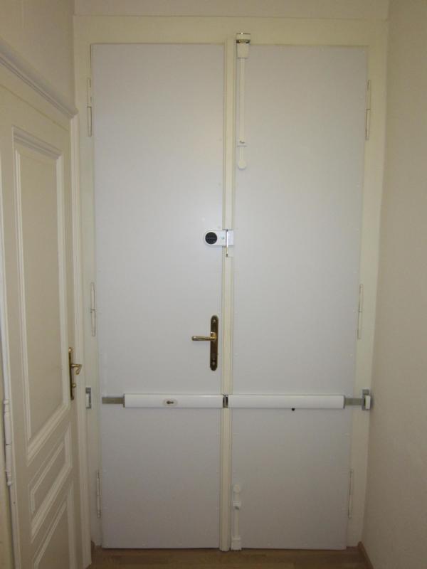 Türbeplankung zur Türsicherung von Altbautüren, Voitleitner Sicherheitstechnik: Verhindert das Durchtreten von Altbautüren