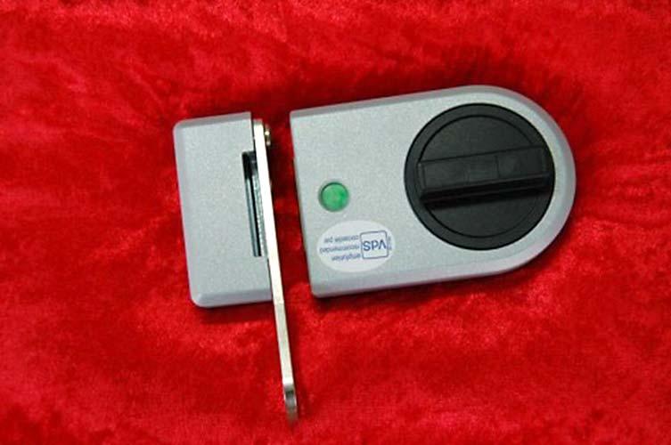 Einbruchschutz für Türen mit Zusatzschloss, Voitleitner Sicherheitstechnik